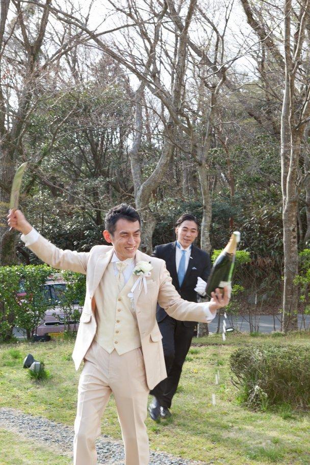 パーティスタートのセレモニーはこれで決まり!新郎様によるシャンパンサーベル!
